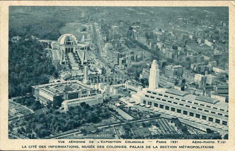 Vue aérienne - La cité des informations - Musée des colonies - Palais de la Section Métropolitaine - Carte postale - Expo Paris 1931