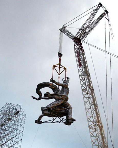 ouvrier et la Kholkozienne rénovée et vient d être remontée fin novembre 2009