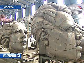 Les têtes coupées de la statue de l exposition de Paris